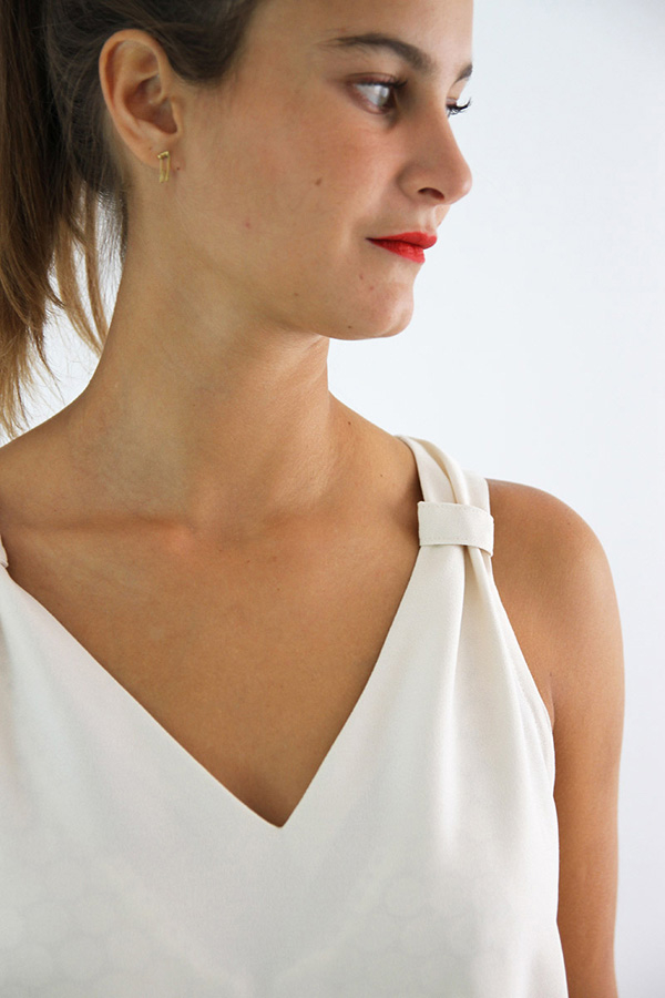 I AM Patterns Patron Couture Gaia Debardeur simple detail encolure