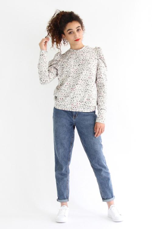 I AM Patterns - Sewing pattern Lion puffy sleeve sweatshirt - Front 1