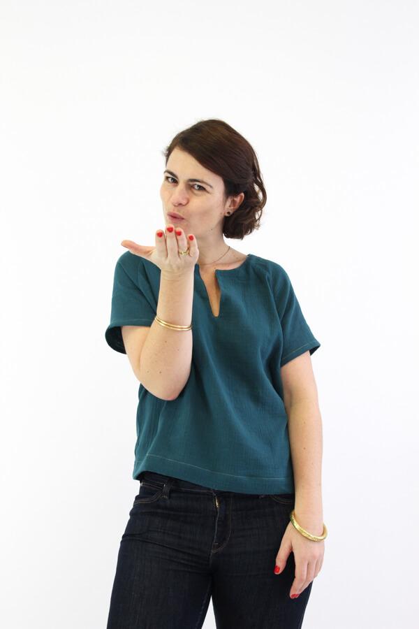 I AM Patterns - Sewing pattern Jain blouse dress - short sleeve front 2