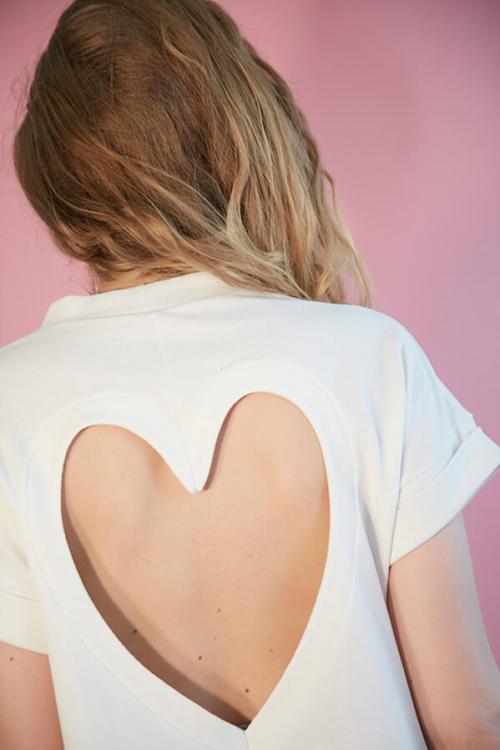 I AM patron de couture t-shirt découpe coeur dans le dos vue de dos version blanche