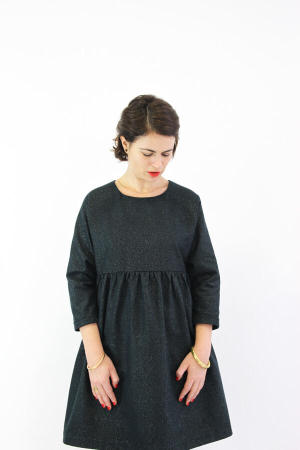I AM Patterns -Robe Cassiopée - patron de couture - Robe froncée manches chauves souris grise devant