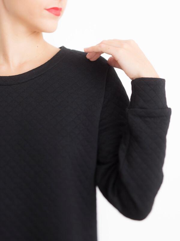 Détail épaule I AM Apollon robe sweatshirt noire