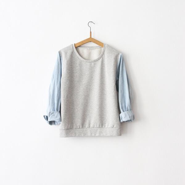 I AM Apollon sweatshirt avec manches en jeans recyclées sur ceintre