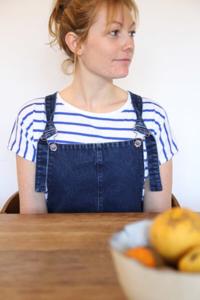 I AM Patterns - patron de couture salopette Colibri femmes variante bretelles classiques devant bol fruits