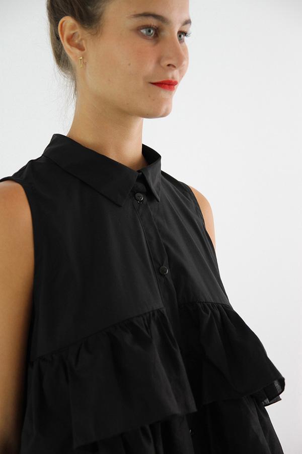 I AM Patterns - Sewing pattern Magdala Ruffles dress - angle zoom neckline