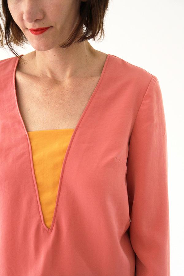 I AM Patterns - Sewing pattern Flora blouse - front zoom neckline