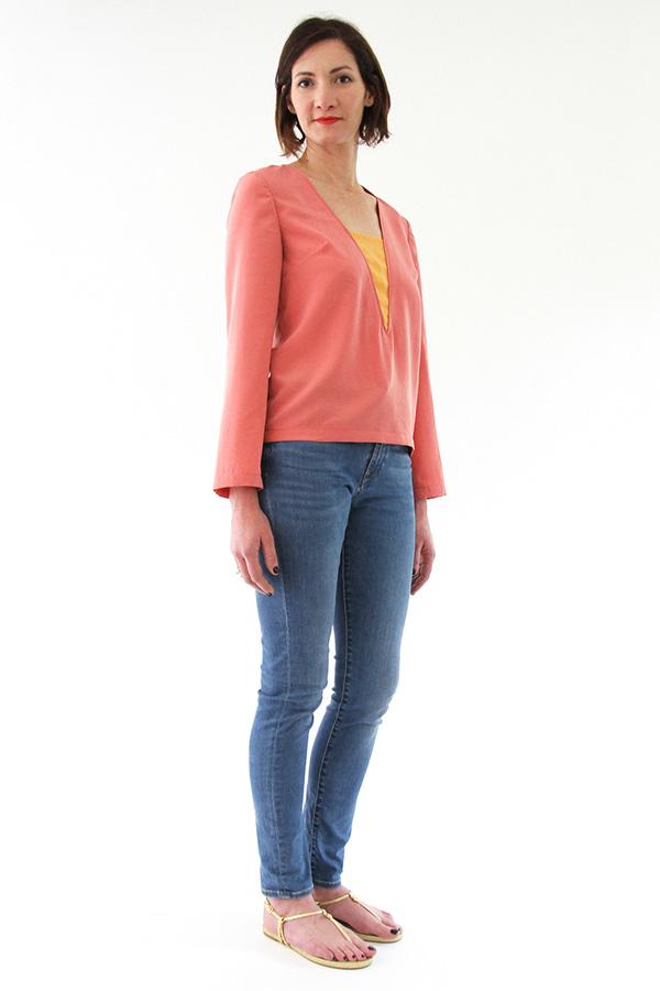 I AM Patterns - Sewing pattern Flora blouse - angle