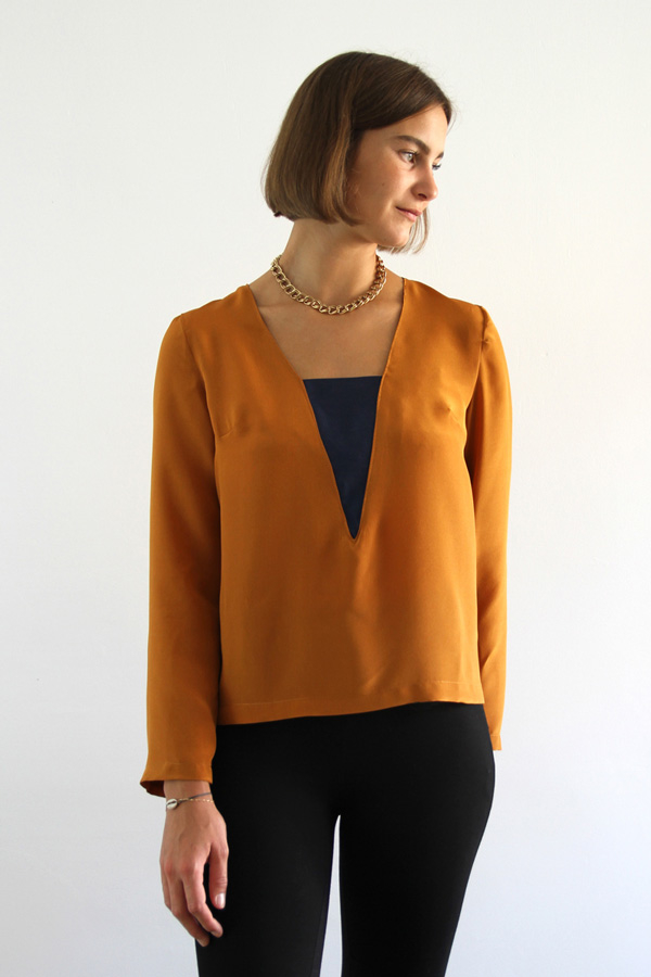 I AM Patterns - Sewing pattern Flora blouse - front 4