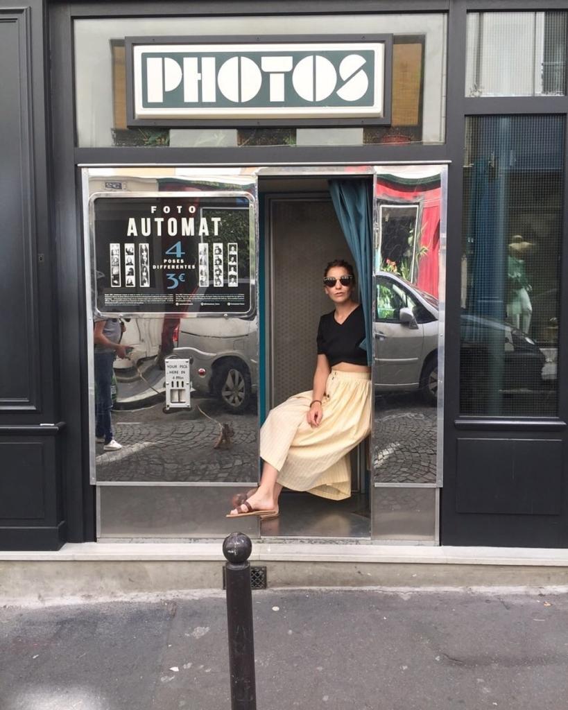 Solene Bonnet I AM Hestia jupe boutonnage devant photomaton