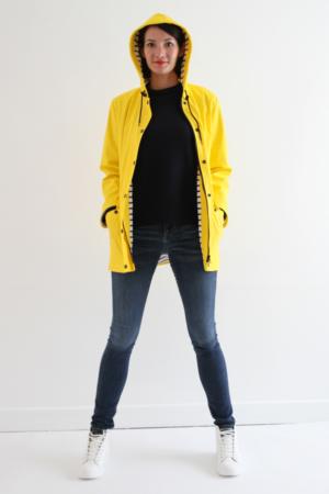 I AM Patterns Jacques Patron Couture Cire Jaune Classique Manteau Pluie Avec Capuche Devant Ouvert Mains Poches Femmes