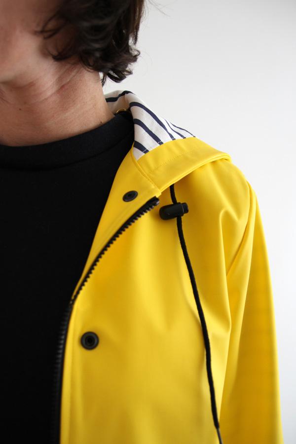 I AM Patterns Jacques Patron Couture Cire Jaune Classique Manteau Pluie Detail Encolure