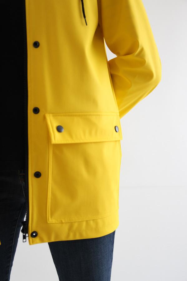 I AM Patterns Jacques Patron Couture Cire Jaune Classique Manteau Pluie Detail Poche
