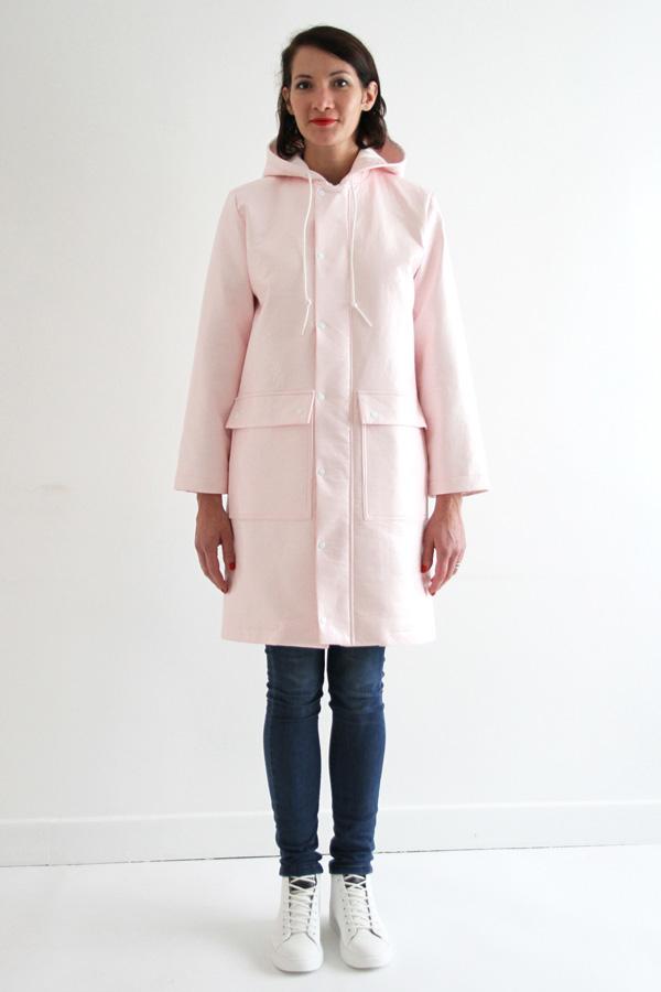 I AM Patterns Jacques Patron Couture Cire Manteau Pluie Long Rose Vue De Devant