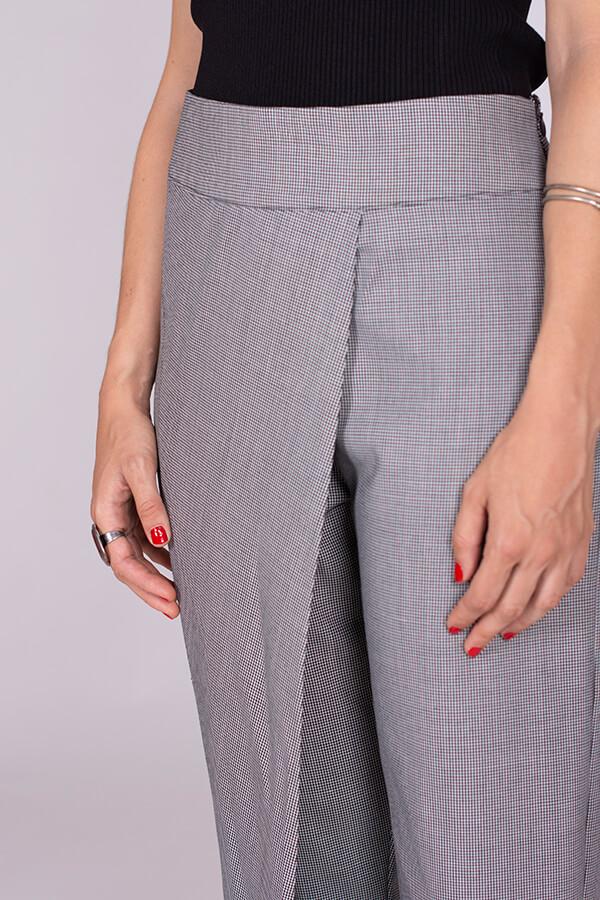 I AM Patterns Patron Couture Panoramix Pantalon gris à plis détail devant