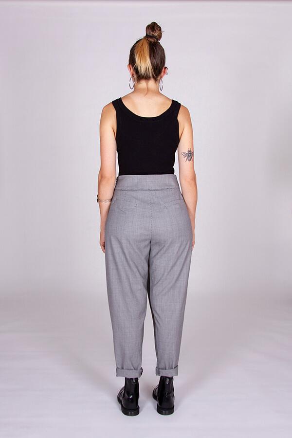 I AM Patterns Patron Couture Panoramix Pantalon gris à plis dos