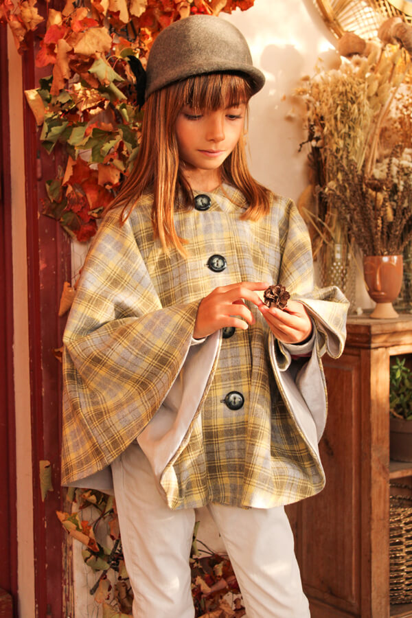 I AM Patterns Sewing Pattern Children Cape With Pockets Harry Mini Front @lespipelettesontdesailes